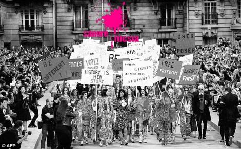 sangre fucsia el feminismo está de moda desfile feminista de chanel