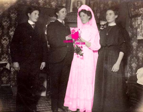 Sangre Fucsia-ceremonia de la no boda-matrimonio