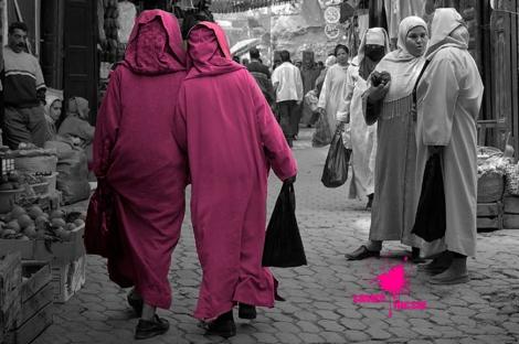 Mujeres marroquíes paseando y haciendo la compra
