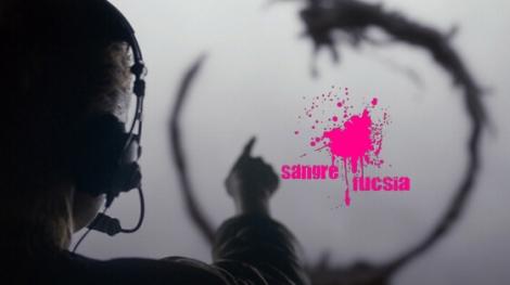 Fotograma de la película la llegada con Amy Adams intentando establecer comunicación con los alienígenas - Sangre Fucsia