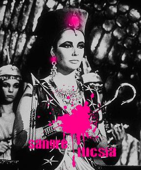 Elizabeth Taylor interpretando el papel de Cleopatra
